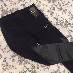 Nike- Woman's Tight Fit Running Crop Jeggings